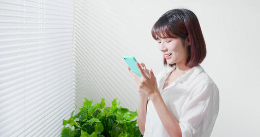 Young woman use smart phone ビデオ