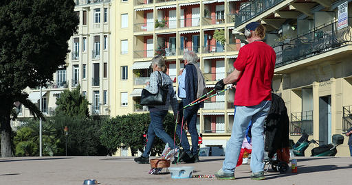 Street Artist Making Large Soap Bubbles With Two Sticks In Nice France ビデオ