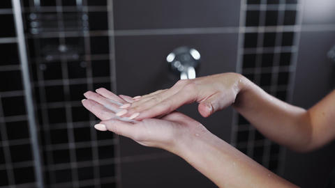 Close up shot of applying cream mask to the woman's hand in the shower, skin ビデオ