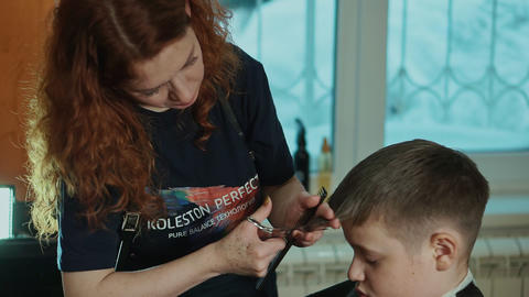 RUSSIA, NOVOSIBIRSK - DECEMBER 18, 2018: Woman hairdresser makes fashionable Footage