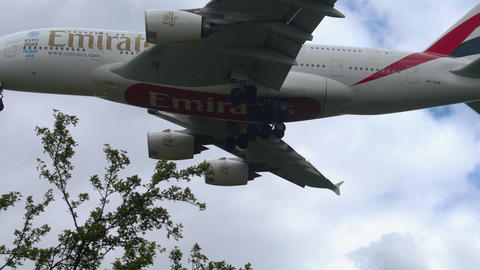 Airbus 380 Emirates approaching Live Action