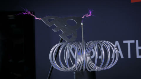 High-voltage experiment with Tesla coil ビデオ