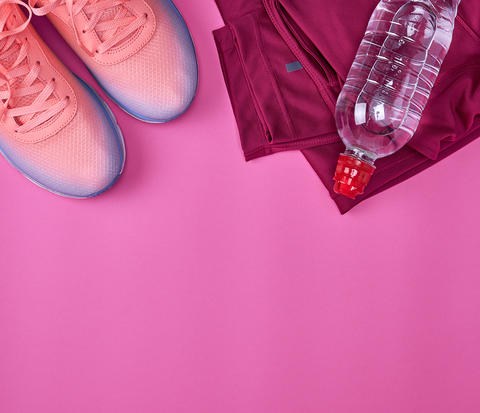 femal sports sneakers and water bottle フォト
