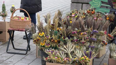 Handmade Lithuanian national palm seller in Vilnius street Live Action