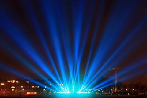 light beams on the city promenade Fotografía
