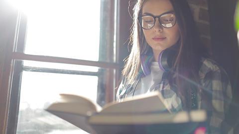 Attractive Girl Reading Book ビデオ