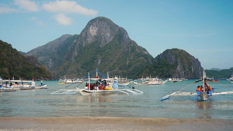 Boats at the bay ready to depart with tourists in el nido palawan Footage
