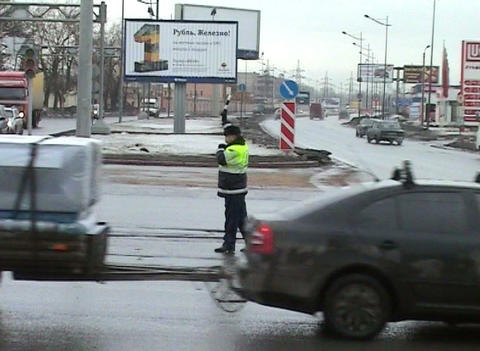 Policeman controls traffic at the crossroads Stock Video Footage