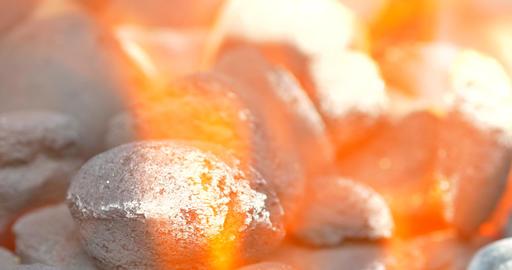 Hot Coals Burning In Fire Flames Acción en vivo