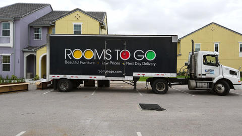 Rooms To Go Truck Archivo