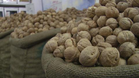 Up close view of India walnuts ライブ動画