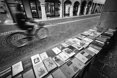 sale of books フォト