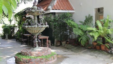 Fountain decoration in the green garden ビデオ
