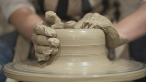 Potters hands sculpts the pot Live Action