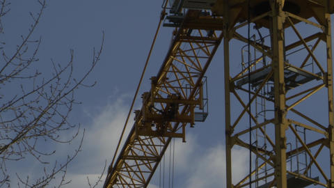 Tower crane turns its boom Live Action