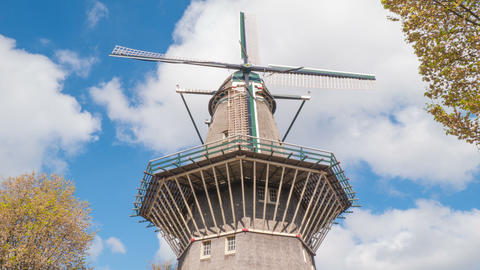 Time lapse mill. The sky is flying over the mill. 4k Archivo