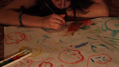 girl draws paints Stock Video Footage