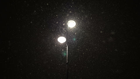 Light of street lamp and snowfall Archivo