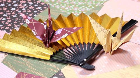 金扇子と折り鶴 ビデオ