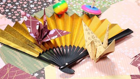 金扇子と折り鶴と独楽 ビデオ