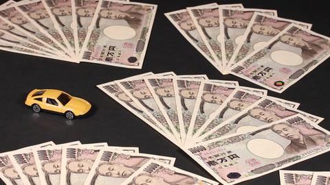 一万円札とミニチュアの自動車 ビデオ