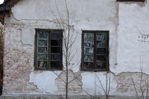 Broken Windows to the abandoned House フォト