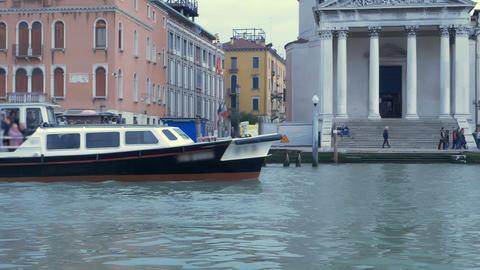 Navigating Venice's Canal Archivo