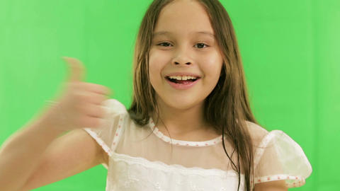 Young girl smiling thumbs up green screen 2 Live影片