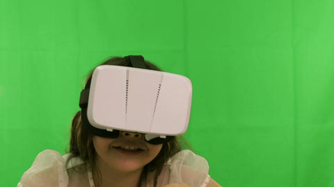 Young girl VR headset green screen 2 Footage