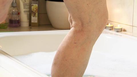 Elderly Woman Foot On Bathtub Water ビデオ