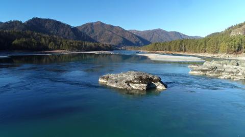 Powerful Mountain River ビデオ