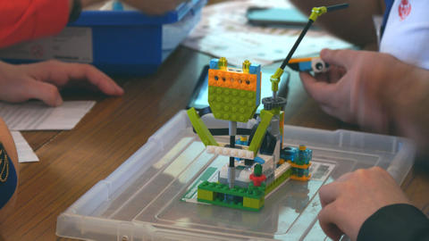 Students design machine robots using Lego Footage
