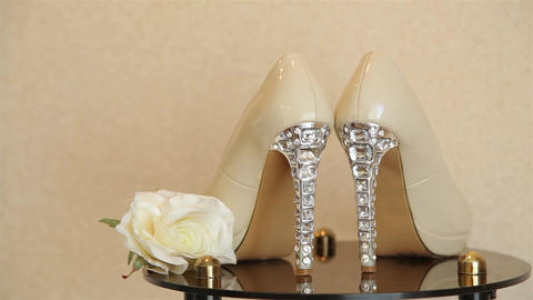 Wedding high-heeled shoes decorated with jewelry made of transparent stones HD Live Action
