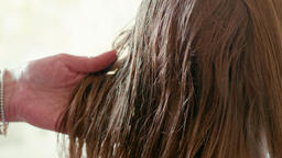 Close-Up Hairdresser's Spray on Woman's Wet Straight Hair in Beauty Salon ビデオ