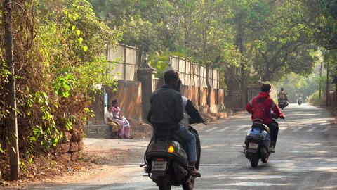 road with people cars and motorcycles Archivo