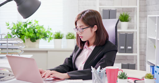 Asia businesswoman overwork Live Action