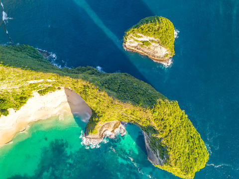 Top-Down Shot at the Coast of the Tropical Island. Aerial View Fotografía