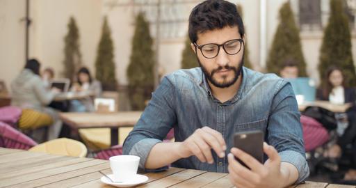Texting a Message ビデオ