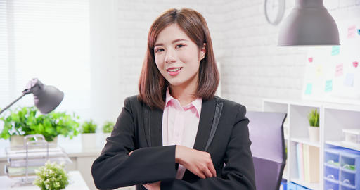 businesswoman smile to you Live影片
