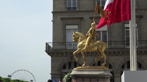 Paris, Commemoration near Gilded bronze statue of Saint Jeanne d Arc (Joan of Ar Filmmaterial