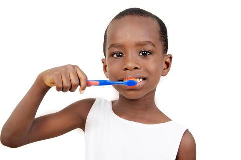 Child brushing his teeth Fotografía