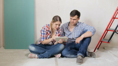 4k footage of young couple sitting on floor of their new… Stock Video Footage