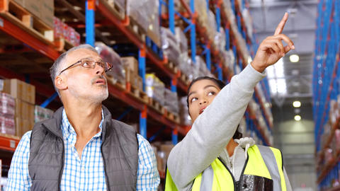 Warehouse workers working together Live Action