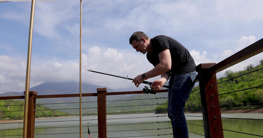 Fisherman throws a fishing tackle into the lake Archivo