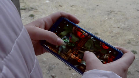 The girl on the street plays in Mortal Kombat Mobile 11 Live Action