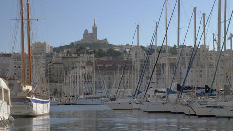Old Port of Marseille and Notre-Dame de la Garde, France Archivo