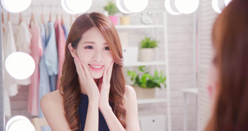 woman makeup and look mirror Live影片