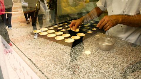 pastry chef prepares the famous pasteis de nata, a typical dessert from Lisbon Archivo
