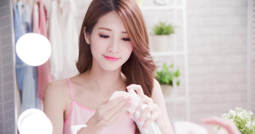 [alt video] woman use cleansing cotton