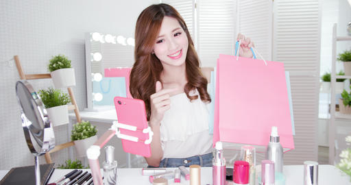 fashion vlogger in live stream Live影片